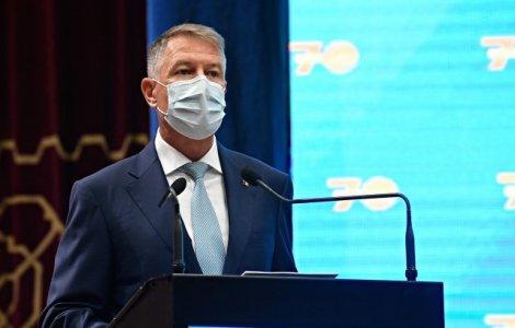 """Iohannis îndeamnă românii să meargă la vot, """"ca să nu păţim ca în..."""