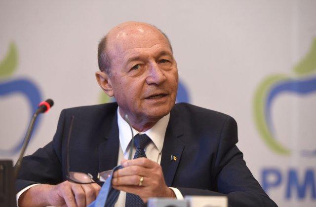 """PMP, protest la Ambasada Republicii Moldova. Băsescu: """"La Chişinău s-a produs o adevărată lovitură de stat"""""""