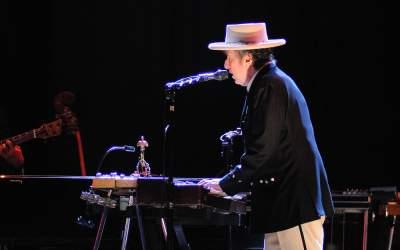 Bob Dylan și-a vândut toate...