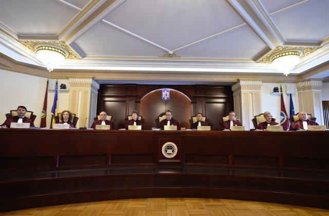 CCR anunță că Legea prin care profesorii primesc spor Covid-19 este neconstituțională