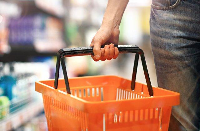 Coșurile pentru cumpărături ar putea fi interzise în supermarketurile din București. Decizia va fi luată vineri