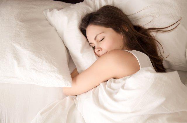 Insomnia nu te lasă să te odihnești? 6 tipuri de sunete care te vor ajuta să adormi