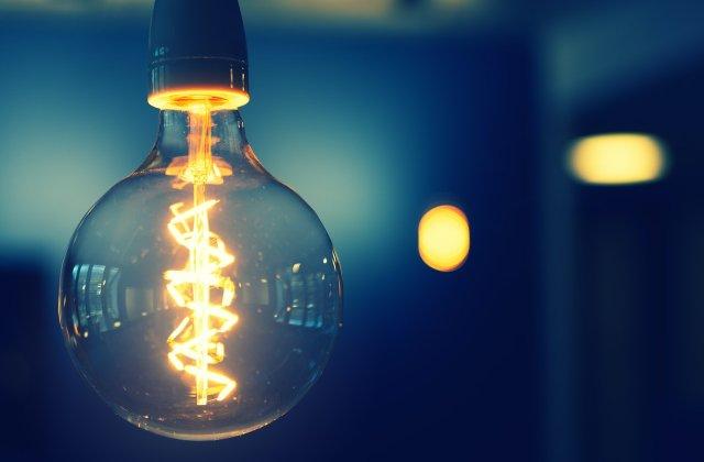 Energia electrică se scumpește de la 1 ianuarie 2021. Cât va costa factura la lumină