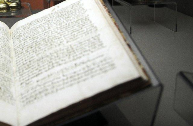 O colecţie de însemnări nepublicate ale lui Isaac Newton a fost vândută la licitație cu 380.000 de lire