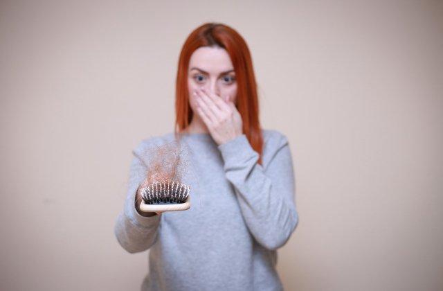 Dietele stricte și schimbările de temperatură: 5 motive pentru care îți cade părul