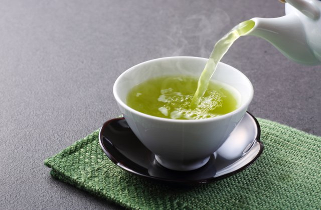 Începe altfel dimineața: 4 beneficii ale consumului de ceai verde