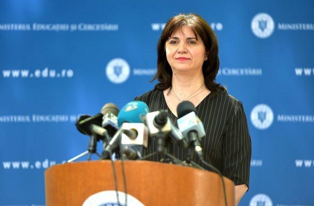 """Consiliul Naţional al Elevilor acuză lipsa de transparență de la MEC: """"Ministrul Educaţiei e de negăsit"""""""