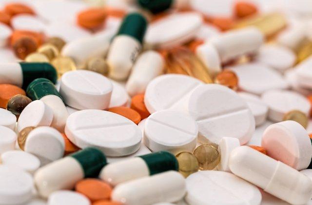 """COVID nu poate fi tratat cu antibiotice. Medic: """"Antibioticele luate după ureche, ne pot omorî pe noi"""""""