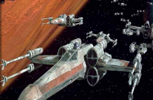 """O nava din """"Star Wars"""", in marime naturala, realizata din Lego, in Time Square"""