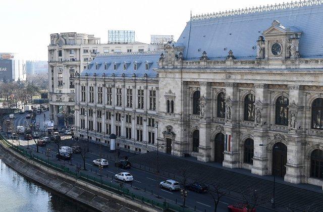 Zeci de avocaţi au organizat un protest în fața Palatului de Justiție, după condamnarea lui Robert Roșu