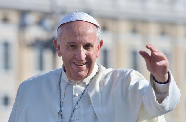 Papa Francisc va recita rugăciunea tradiţională Angelus în interiorul Bibliotecii Palatului Apostolic de la Vatican