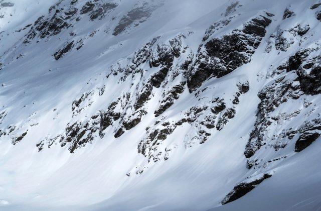 Risc însemnat de avalanșe la Bâlea Lac, unde zăpada măsoară 77 de centimetri