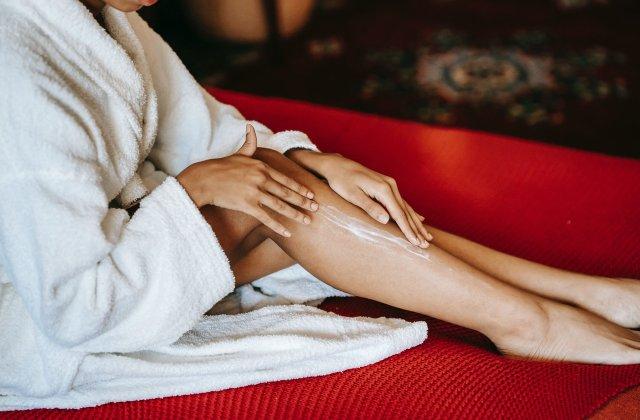 O atingere mai fină: 3 trucuri prin care vei obține o piele catifelată