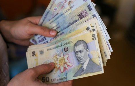 Guvernul a decis majorarea salariului minim brut la 2.300 de lei
