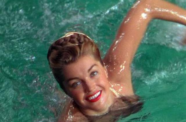 Sirena Hollywoodului, actrita Esther Williams, a incetat din viata