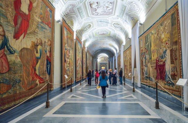 Guvernul italian vrea să redeschidă muzeele, dar să prelungească starea de urgență