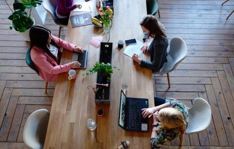 Revenirea angajaților la birou, tabieturi noi și nevoia de un mediu...