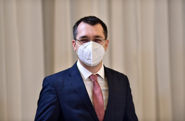 Ministrul Voiculescu a anunțat pe Facebook că și-a programat părinții pentru vaccinare și că platforma a funcționat bine