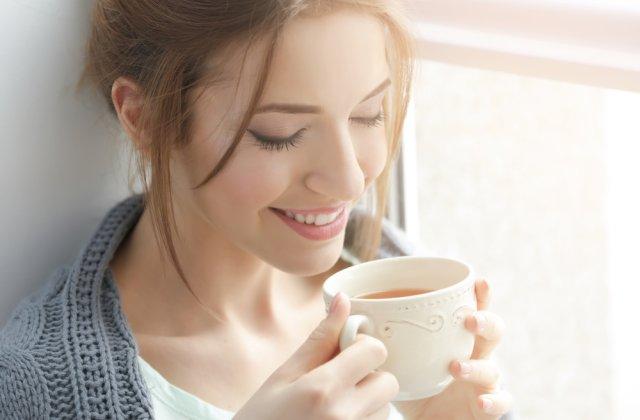 Dimineți liniștite: 3 sfaturi despre consumarea ceaiului la prima oră a zilei