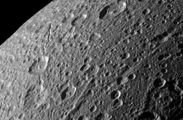 Unul dintre statelitii lui Saturn ascunde un ocean