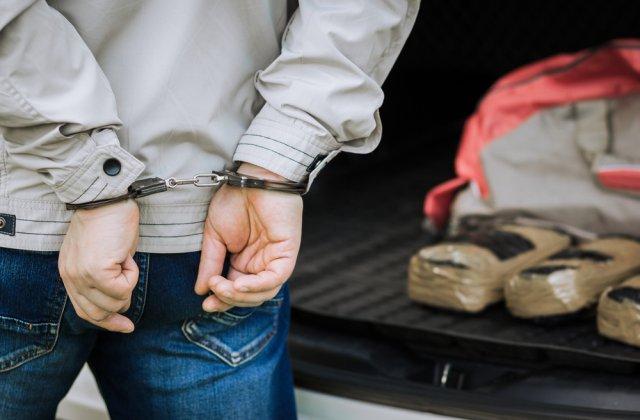 Droguri ascunse în saci cu boabe de cafea, descoperite de polițiștii din Galați