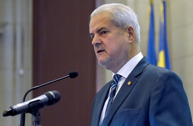 """Adrian Năstase, atac dur la adresa Guvernului: """"Se duc ca niște servitori la Cotroceni. Constituția este ignorată"""""""