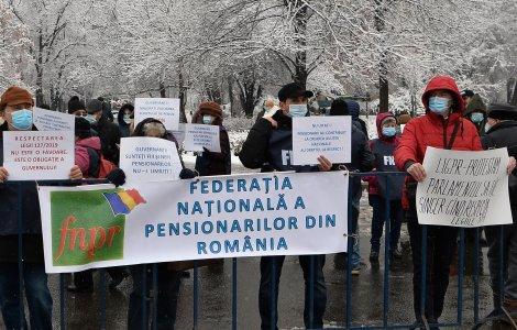 Proteste în fața Palatului Cotroceni. Pensionarii au ieșit în stradă