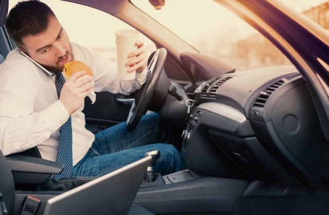 Cele mai periculoase lucruri pe care le facem la volan și ne pun viața în pericol