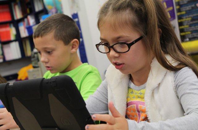 Toți elevii din Tulcea vor avea tabletele necesare orelor online, în cazul în care acestea se vor ține și în semestrul al doilea