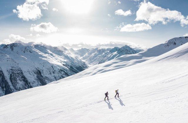Intervenții pe pârtiile de schi după ce 17 persoane s-au accidentat sau au rămas blocate