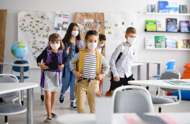 Școlile vor trebui să asigure trasee de intrare, de deplasare şi de părăsire pentru profesori și elevi