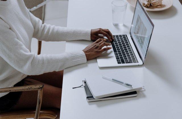 Probleme cu laptopul? 3 soluții rapide care îți vor face computerul ca nou