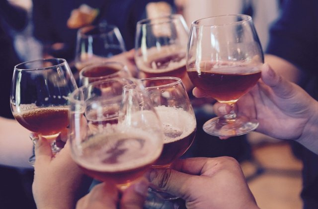 4 semne de intoleranță la alcool pe care s-ar putea să nu le cunoașteți