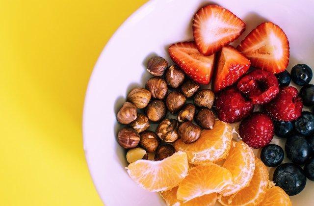 Regim sănătos și echilibrat: 3 tipuri de gustări pe care le poți consuma între mesele principale
