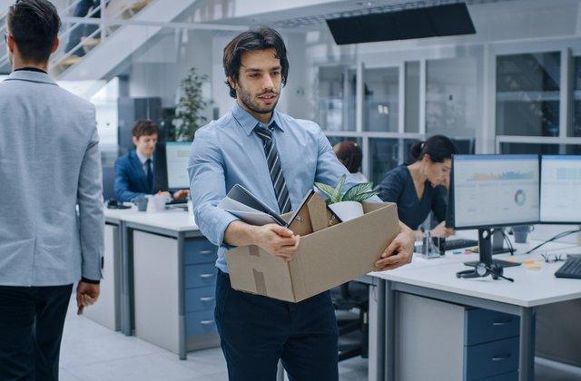 Cum să treci mai ușor peste pierderea unui loc de muncă
