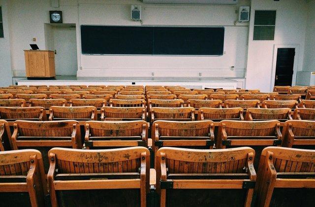 Profesorii sunt dezamăgiți de prezența slabă la ore a elevilor claselor a XII-a