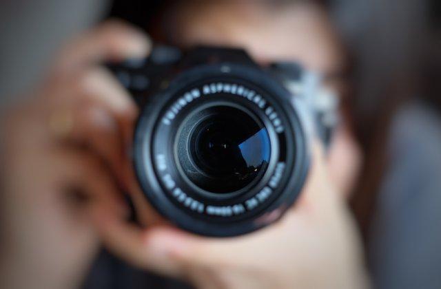 Creează imagini profesionale: 3 trucuri pe care le poți folosi pentru a arăta mai bine în poze