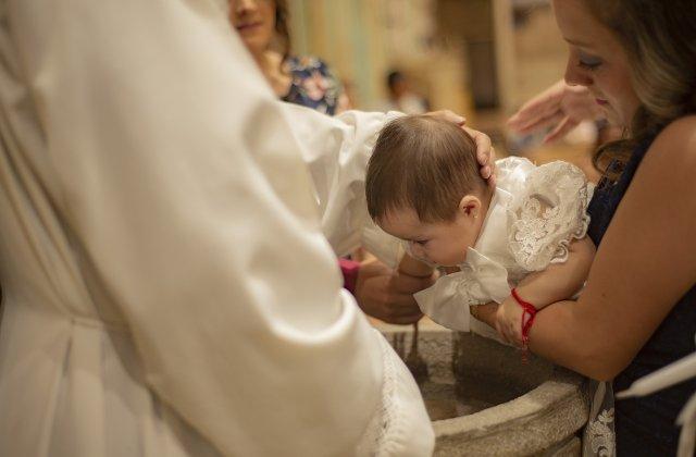 Avocatul Poporului propune analizarea oportunității unor cursuri privind Taina Botezului