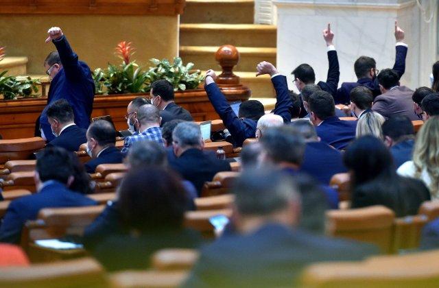 Parlamentul a adoptat eliminarea pensiilor speciale pentru parlamentari