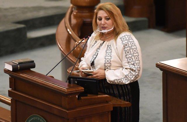 """Diana Șoșoacă se teme să nu fie otrăvită în Parlament: """"Mă uit sub scaun, am ajuns să nu beau apă de acolo"""""""