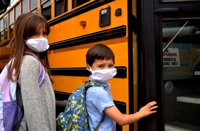 Elevii vor da în judecată autoritățile dacă nu va fi asigurat transportul județean la școală