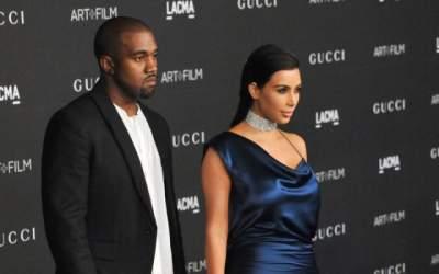 Kim Kardashian divorțează de...
