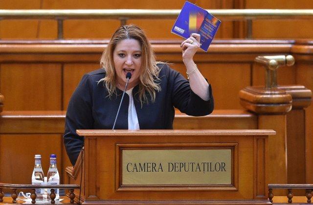 """Diana Șoșoacă: """"Dacă iar ne bagă în stare de urgență și ne închid în casă, vă garantez că România iese în stradă și va fi o nouă revoluție"""""""