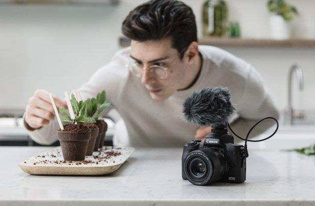 Canon lansează EOS M50 Mark II pentru susținerea creşterii continue de conţinut pentru social media