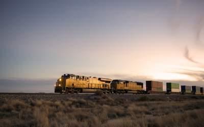 Un tren de marfă cu 44 de...