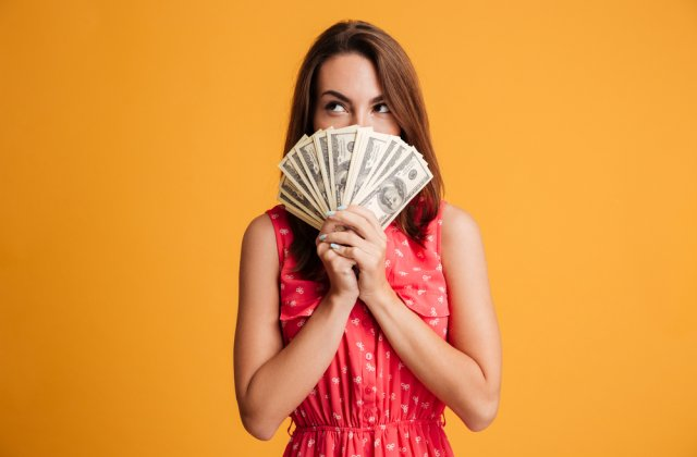 Probleme cu banii? 3 sfaturi pentru a-ți gestiona mai bine cheltuielile