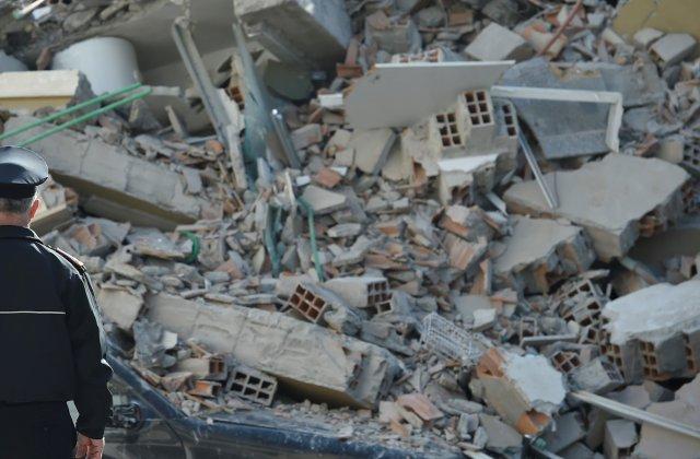 Grecia: Sute de persoane au petrecut a doua noapte în corturi după un nou seism