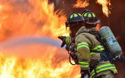 VIDEO Incendiu la acoperişul...