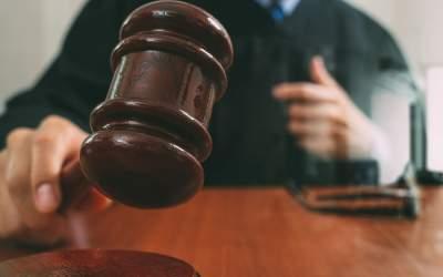 Un avocat a dat în judecată...