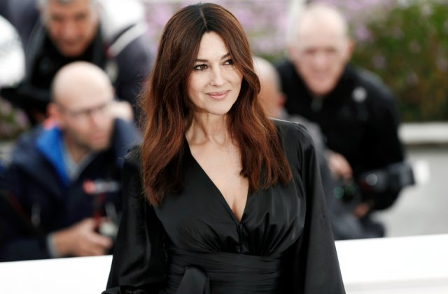 Monica Bellucci, întruchiparea perfecțiunii și a eleganței într-o rochie cu șliț adânc. Cum arată vedeta la 56 de ani